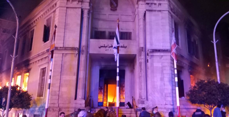 """""""لبنان"""" الاشتباكات تشتد .. مقتل شخص وحرق لمبنى البلدية"""